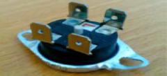 Термостат защитный 78*С (или 93*С) 4кБП таблетка с кнопкой KSD302 15А 250В, R-06
