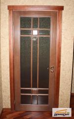 Деревянные двери со стеклом