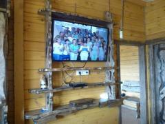 Полка под телевизор настенная
