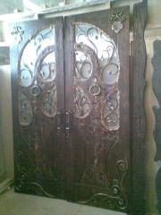 Двери деревянные в дом