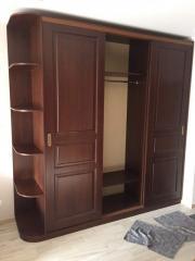 Классический деревянный шкаф