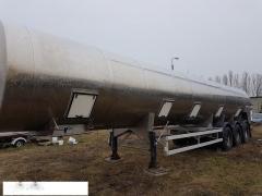 The tank the semi-trailer, the trailer for milk