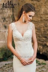 Силуэтное свадебное платье с открытой спиной