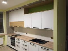 Компактная белая кухня