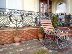 Shod garden chair