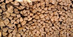 Posiekane drewno opałowe suche