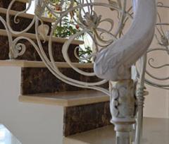 Изготовление деревянных лестниц и дверей, лестницы