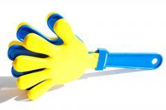 Hand a cracker - a graggers for fans