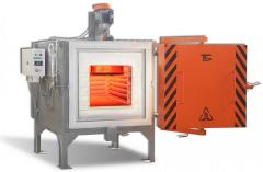 Chamber electric furnace with protective