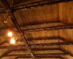 Деревянный светильник в ресторан