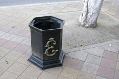 Металлические урны для мусора