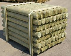 Оцилиндрованные деревянные столбы