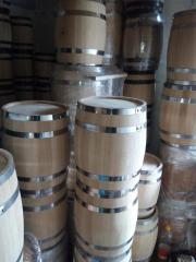 Jellied oak barrels for alcohol and a tub for a