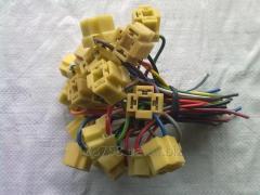 Разъем подключения электропроводки.