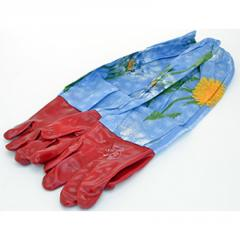 Rubber gloves with oversleeves