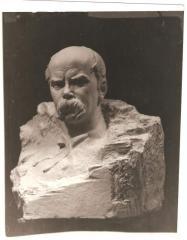 Статуи, статуэтки, пьедесталы из разных материалов