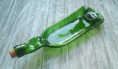 Тарелка из зеленой бутылки с пробкой