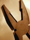 Инструмент ручной: отвёртки, кусачки, плоскогубцы,