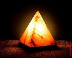 Светильник из гималайской соли в форме пирамиды