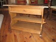 Журнальный стол из натурального дерева