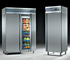 Cases are refrigerating professional, -2 °/+10 °C.