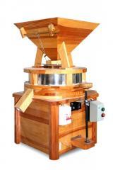 Мельница жерновая (на жерновах) для изготовления цельнозерновой муки