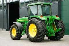 Wheel John Deere 8400 tractor