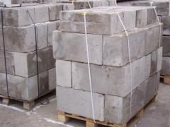 Foam concrete block wall and prostenochny