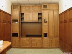 Möbler av äkta trä