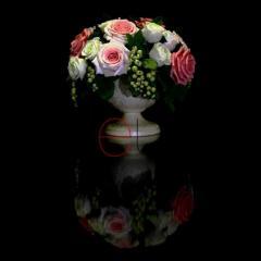 Белые и розовые розы со смородиной G-0001