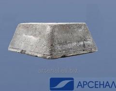 El antimonio en el lingote de metal de la marca