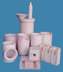 Products are corundum vibrocast kapleobrazuyushchy, crucibles, stones gorelochny