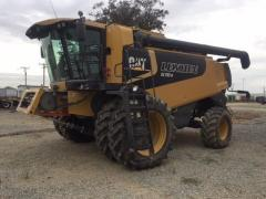 CATERPILLAR 570 combine