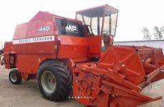 Harvester MASSEY FERGUSON 440