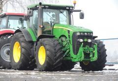 Колестный трактор JOHN DEERE 8345R
