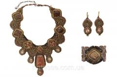 Necklace of an earring and bracelet from natural