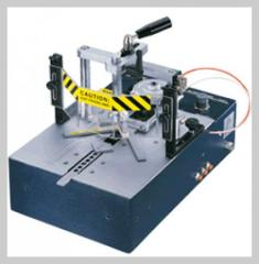 He machine for fastening of corners of