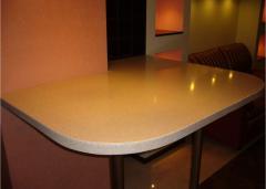 Кухонный стол из искусственного камня