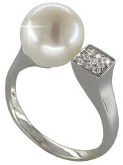 The Golden Ring with pearls and diamonds - the