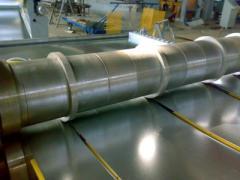 הקו של קיצוץ רוחבי האורך של מתכת התגלגל