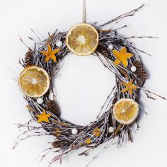 Festive wreath of OU with a citrus decor