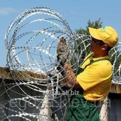 Installation of obstacles from a barbed wire of