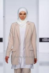 Beige three-piece suit with the extended jacke