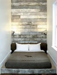 Деревянная отделка стен и потолка.