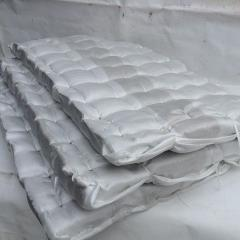 Wärmeisolierende Matte mit einer Abdeckung aus Fiberglas 50 mm (80 kg/cub.m)