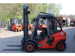 Fork loader of Linde H 40 D.