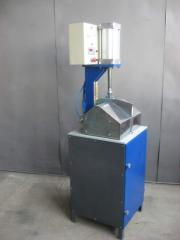 Crimping machine for vamps