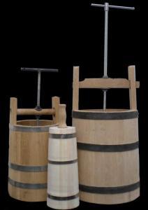 The juice extractor, Milkchurn wooden,