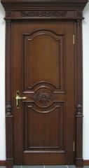 Деревянные двери с резьбой