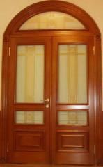 Деревянные двери двустворчатые